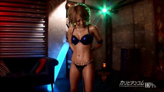 4 - لاتینای بادی بزرگ امیلی مینا از جوانان بزرگ بهترین کانال فیلم سکسی خود استفاده می کند