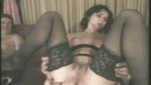 خدمتکار بلوند شلخته سه نفری بازی می کند کانال جوک های سکسی