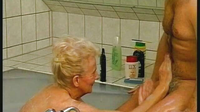 آرایشگاه موهای مردانه را ادرس کانال فیلم سوپر به سبک برهنه درست می کند