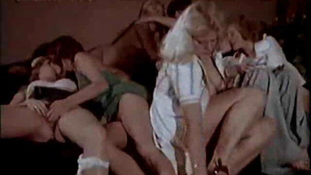 لاتینای زرق و برق دار یک خروس بزرگ را در الاغ خود کانال تلگرام فیلم سکسی خارجی می گیرد