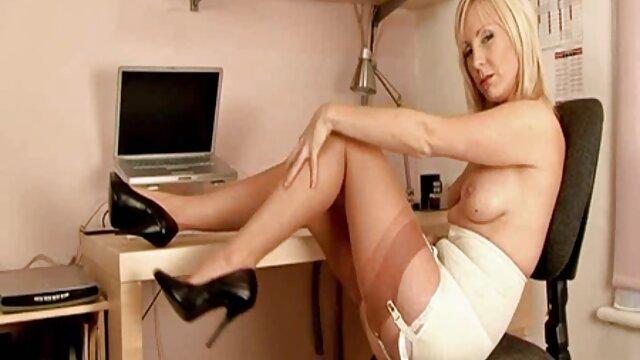 نوجوان عیار امیلی سندز در عضویت در کانال فیلم سکسی اولین بار پورنو مقعد خود - -!