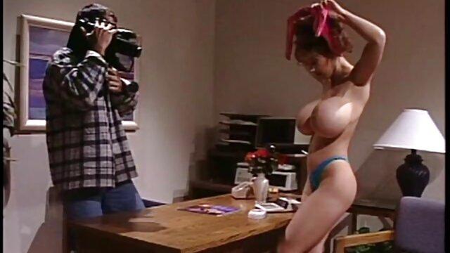 کیت کانال عکس سکسی در تلگرام انگلیس یک لوله هیولا را روی پوست خود سیگار می کشد