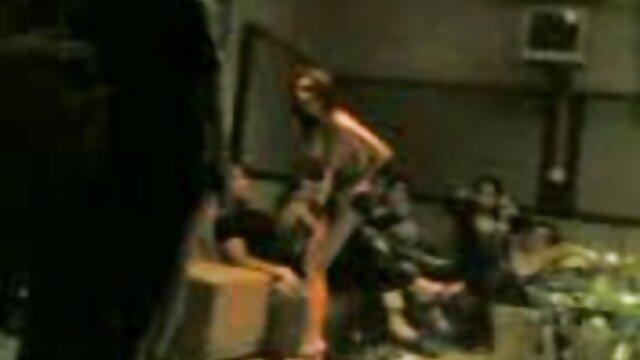 یومی تاناکا با گیلاس تراشیده اش لينك كانال سكس تحت تأثیر قرار می گیرد